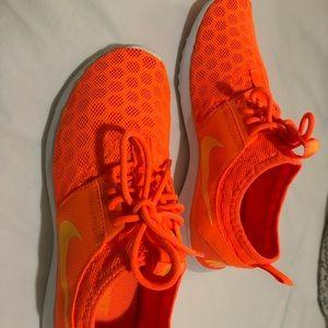 Women's Nike Juvenate Size 6 Total Orange